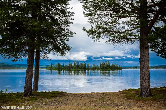 lago-alberi-isola-WanderingWil