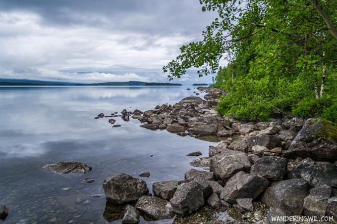 riva-lago-piatto-WanderingWil