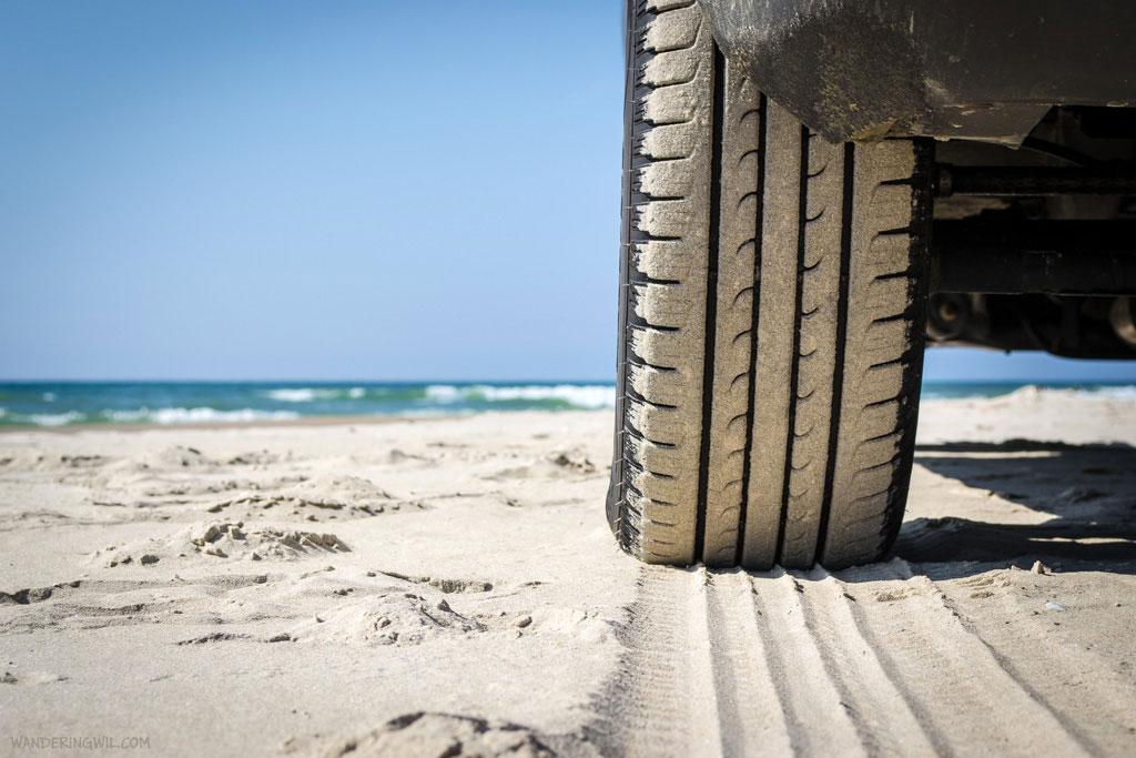 bianco-pneumatico-spiaggia-WanderingWil