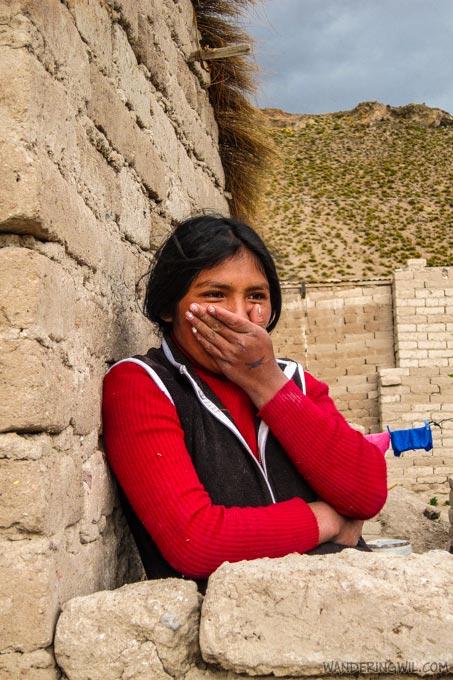 bambina-bolivia-wandering-wil