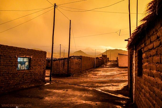 villaggio-bolivia-arancione-wandering-wil