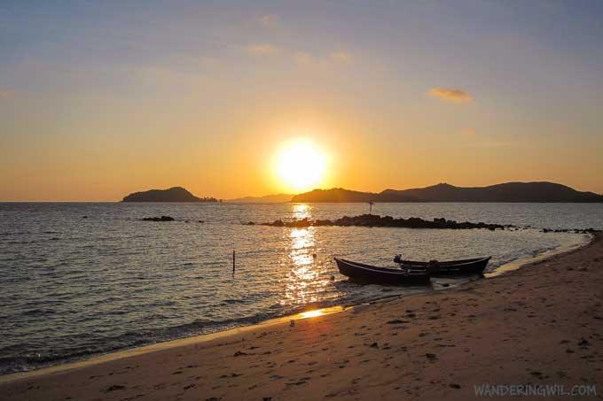 barche-tramonto-spiaggia-koh-maak-wandering-wil